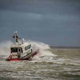 photography sea boat storm pilot